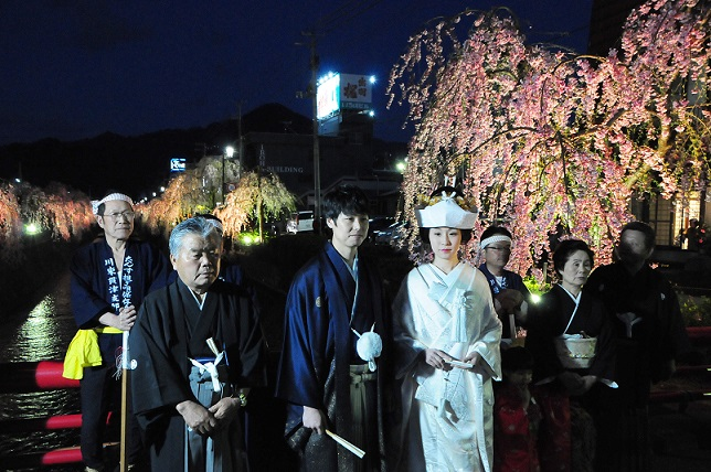 ☆We hang down, and bemukasari stands in line in evening of cherry tree (offer) ☆: Image