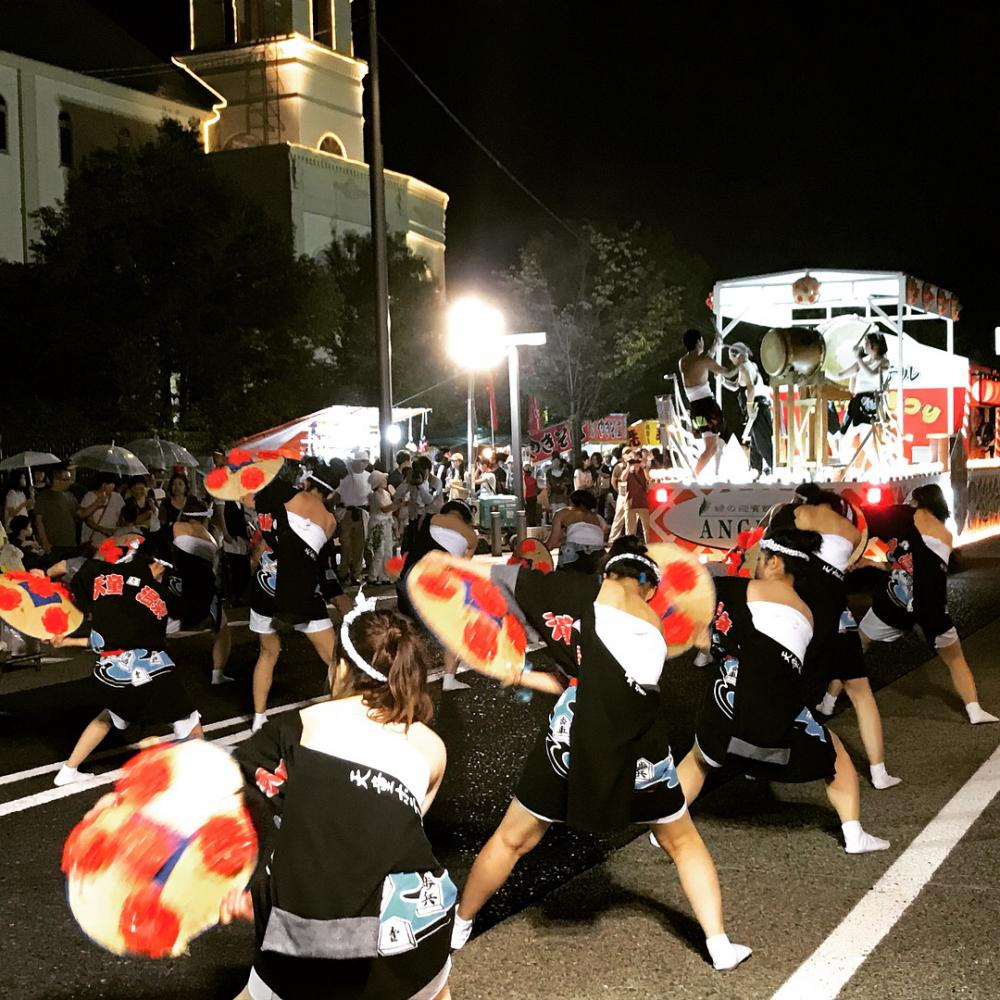 We participated in flower shade dance parade!