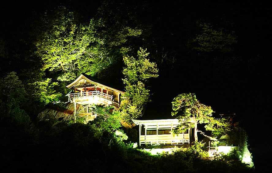 【8/25まで】真夏の夜の「山寺」ライトアップツアー運行中!:画像