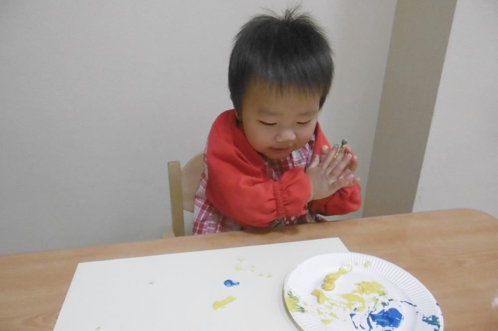 こうめくみ、はじめての絵の具あそびをしました!
