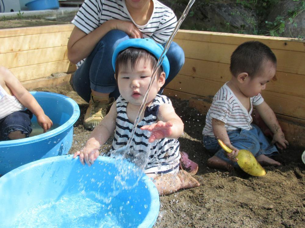 0歳児こうめ組 砂・泥あそび