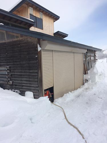 除雪後の小屋