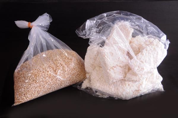 (左)玄米こうじ (右)白米こうじ