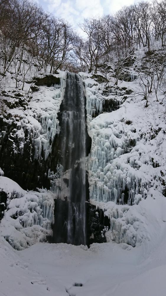 Tamasudare-no-taki Waterfalls of icicle
