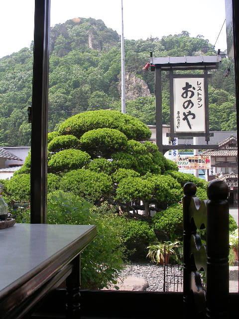 四季をうつす山寺を眺めながら味わう
