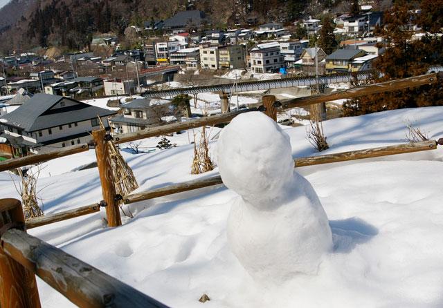 俳句の道を上った雪だるまくん