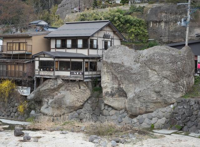 対面石(慈覚大師と磐司磐三郎の対面場所)