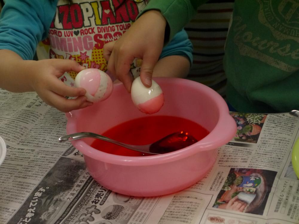 <p>「영어로 놀자」 부활절 달걀 페인트</p>