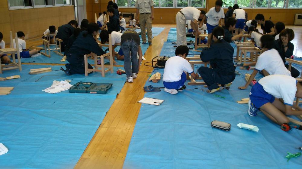 置賜の木で、置賜に残るものづくり【長井市内小学校 5年生】木工体験授業