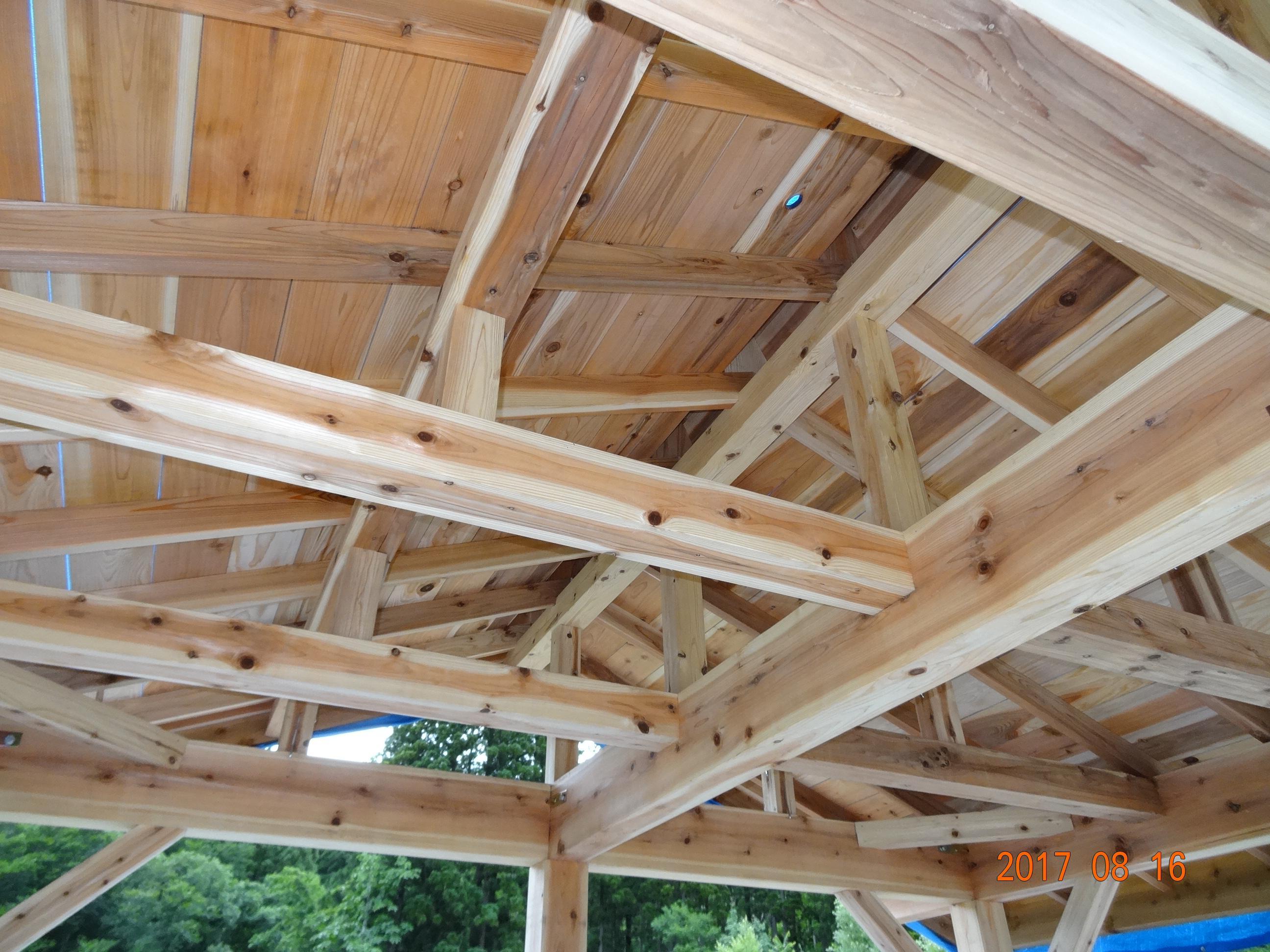東屋(あずまや)木工事の完成