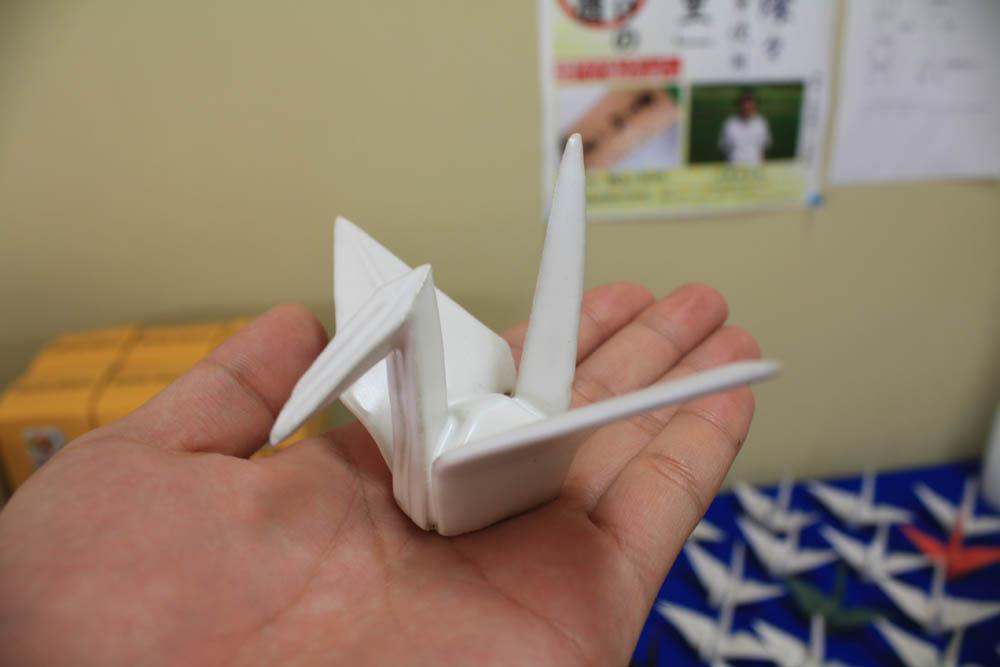 米鶴売店に『八十八羽の折り鶴焼き物』を展示しました!:画像