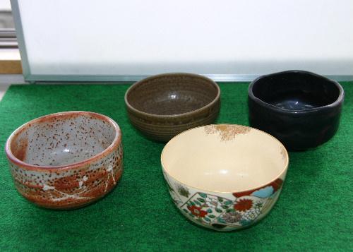 市民からお茶教室用の茶碗が届く
