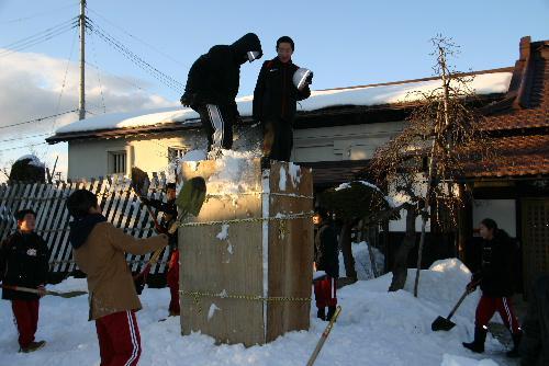 今年も赤湯中学校生徒による雪灯籠づくり 2基もつくるよ~。