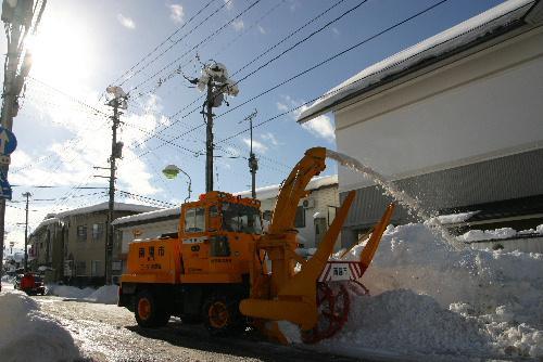 好天の中、除排雪も急ピッチ