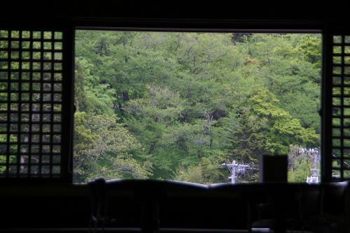 すっかり初夏の装い 烏帽子山公園は桜から若葉の季節に/