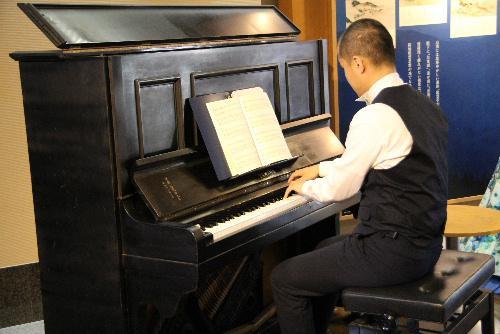 結城先生ゆかりのピアノで「ほしめぐりのうた」コンサートにうっとり