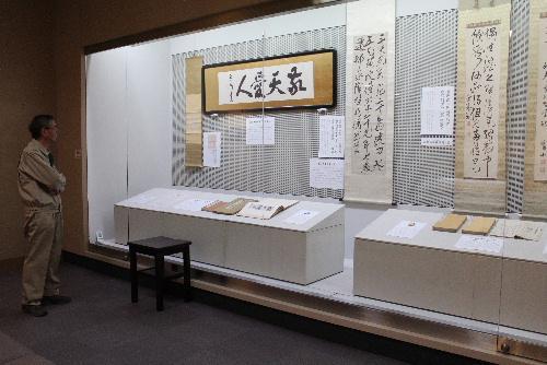 30年度最初の企画展示「結城先生が敬愛した西郷南洲翁」がスタート