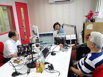 館長 FMラジオに出演 記念館をPR