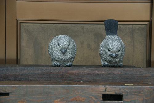 記念館の庭にかわいい生き物たち 「生きもの彫刻まち歩きマップ」