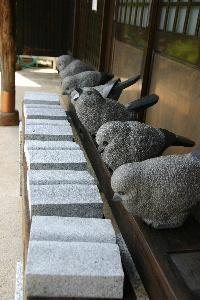 かわいい2セットの生きものの石の彫刻