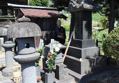 赤湯を拓いた横田式部 結城翁の命日8月1日に墓参と記念講話/