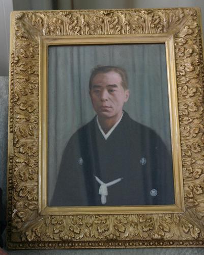 結城豊太郎先生のご両親の絵の額縁の修理