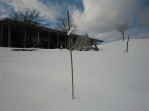 【雪灯篭まつりレポート】目印棒をたてました