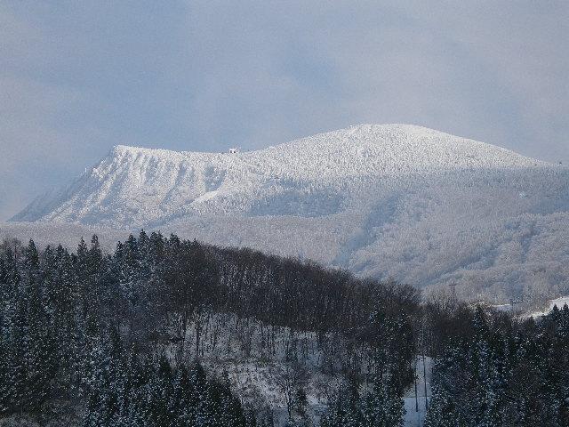 樹氷橋から眺める雪の蔵王連峰