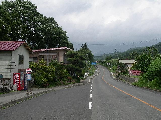 山形市神尾《テレビ塔前》のバス停近く。。。