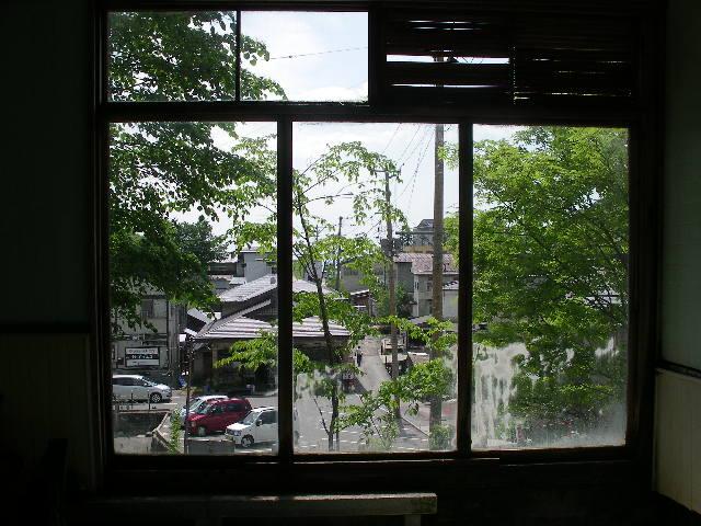 男性用の見晴らし風呂から蔵王温泉街が見渡せます。
