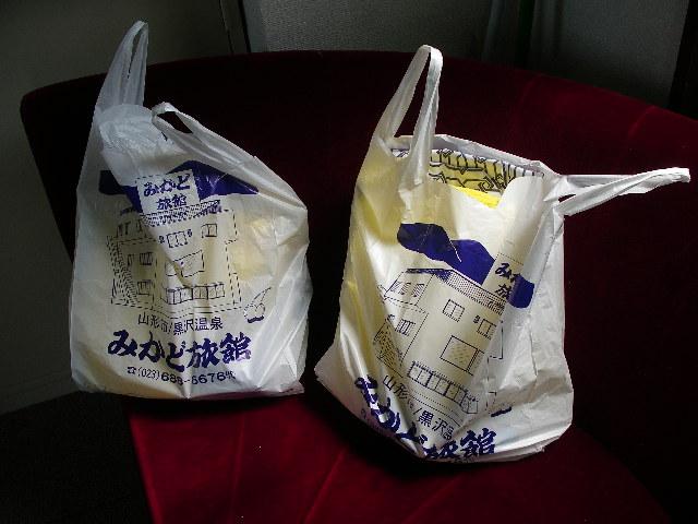 石湯のセットの入った袋を渡されます。
