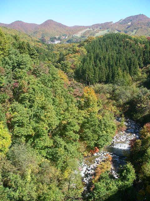 樹氷橋から眺むる紅葉