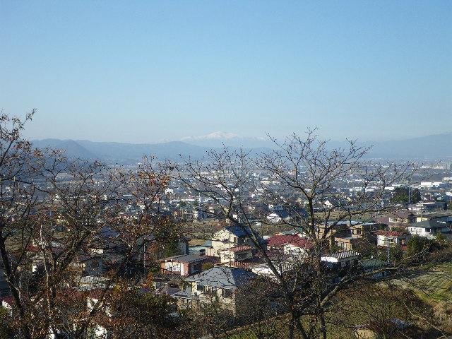 蔵王上野から望む山形市と月山